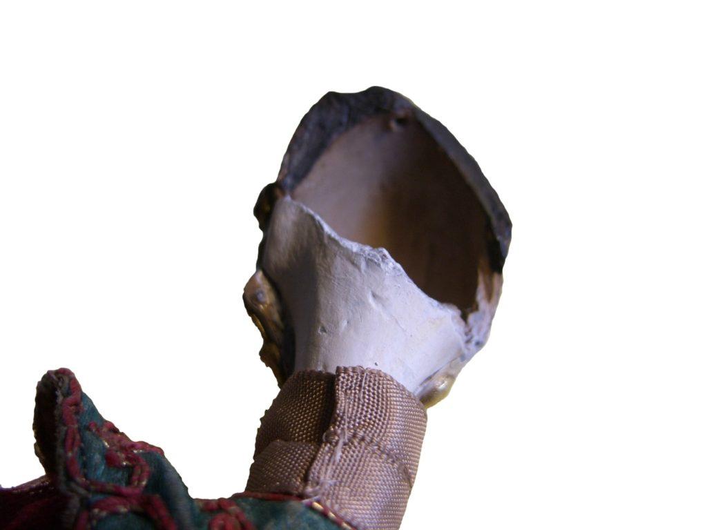 Figura 2. Testa di burattino con evidente danneggiamento