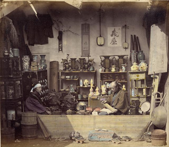 Felice_Beato_Curio_Shop_1868